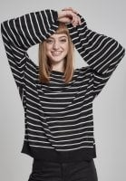 Striped sweater in oversize model lady 1