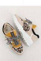 Sport shoes with leopard pattern 1